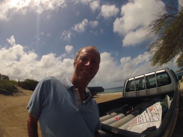 Daar gaan we dan, op playa Funghi te water met onze duikset, helemaal alleen hier
