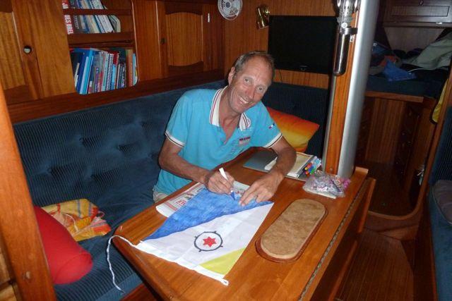 De vlag van de Nederlandse Antillen bestaat sinds 2010 niet meer, dus moeten we zelf de vlag maken.