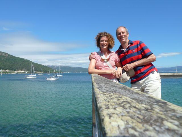 En samen voor ons bootje op de achtergrond, met risico op in het water vallen van de camera...