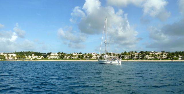Daar liggen we dan, voor de palmenkust van Barbados