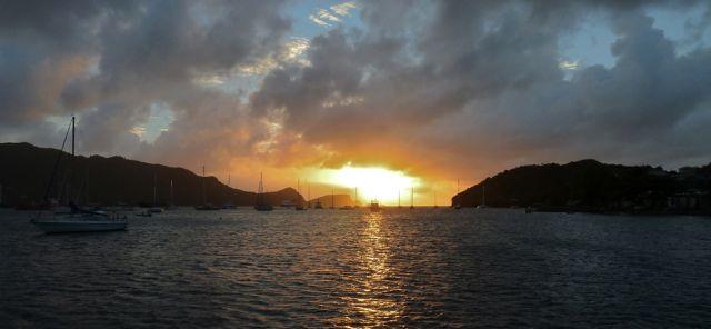In de sunset zie je de talloze masten van andere avonturiers