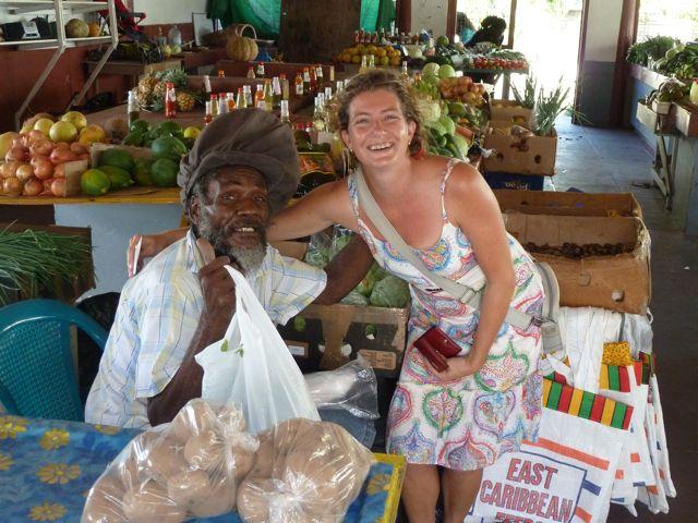 We genieten van boodschappen doen op de lokale markt, zulke aardige mensen daar!