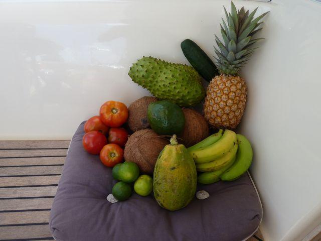 en nog een tweede keer boodschappen doen op dezelfde markt. Nu met zuurzak, ananas en papaya thuisgekomen.