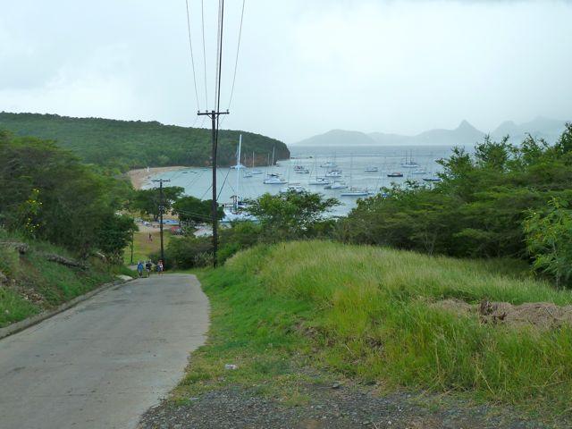 Vanaf de heuvel uitzicht over salinebay