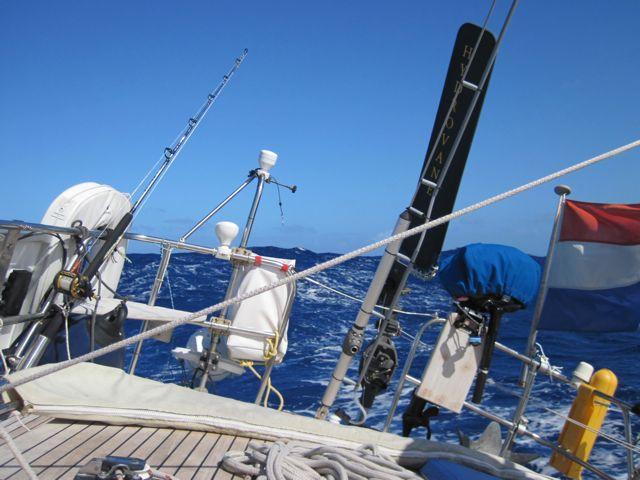 Maar dan gaat het waaien en bouwen de golven op, moeilijk op foto vast te leggen hoe heftig dit is.
