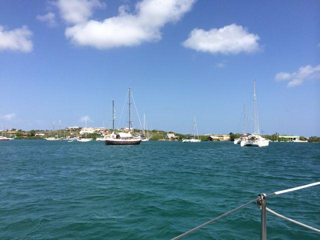 En daar liggen we dan, eindelijk zelf op het Spaanse water.