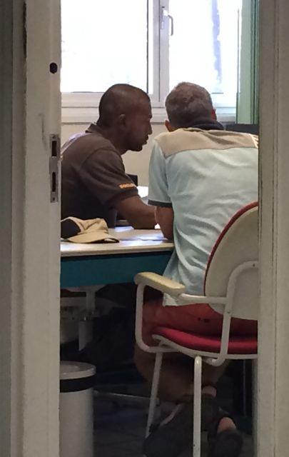 Customs van Curacao zijn net zoals drie jaar geleden ultra-traag, we moeten drie gebouwen langs en krijgen het niet rond in 1 dagdeel :(
