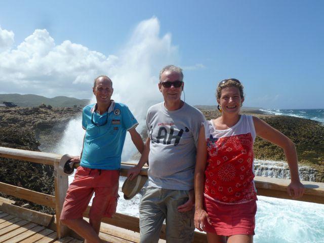 Met z'n drieen op de foto, de crew van de Déesse voor de komende 16 dagen.