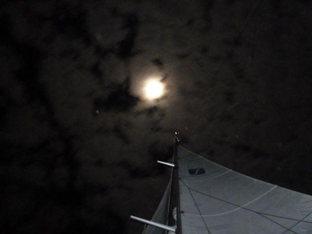 volle maan tijdens de oversteek, waardoor de nachten niet zo donker zijn op zee