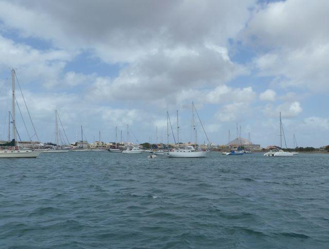 eerste aanblik van de baai bij Palmeira op het eiland Sal