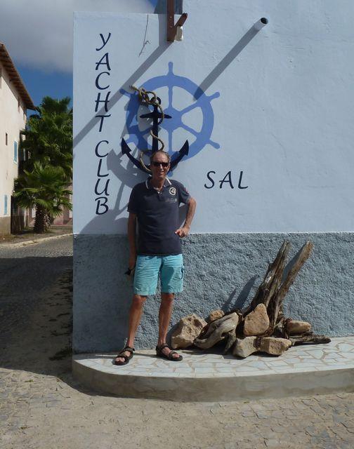 Poseren bij de yachtclub van Sam