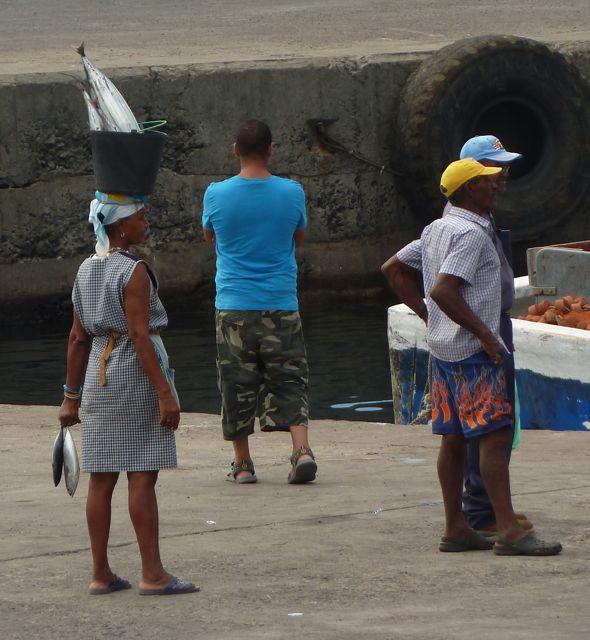 Even tien kilo tonijn op het hoofd gezet en wandelen maar!