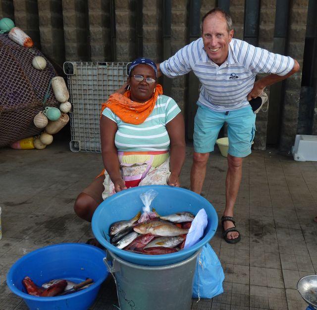 De hoofdverkoopster wilde natuurlijk graag met Pieter op de foto. Wie niet!