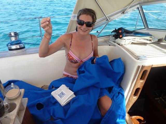 Het naaien van de hoes voor de dinghy was een serieuze klus, uren puur handwerk