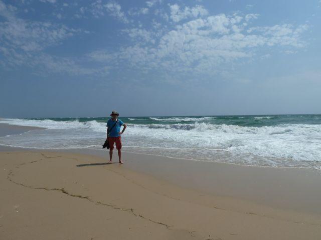 Het is waar wat we lazen, een prachtig wit zandstrand met blauwe zee, we hebben er uren gewandeld.