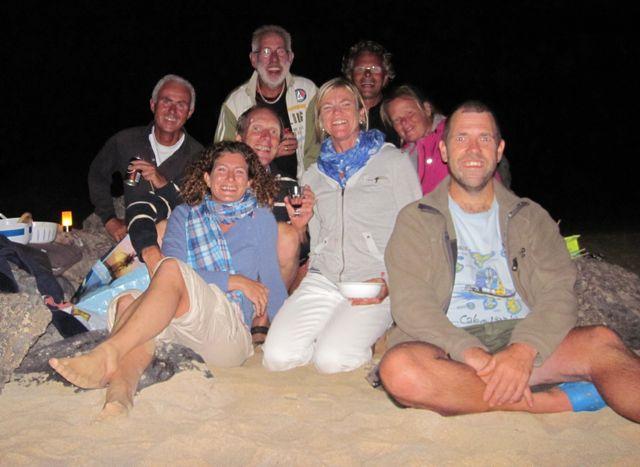 BBQ op het strand met 8 Nederlanders, allemaal stoere wereldzeilers