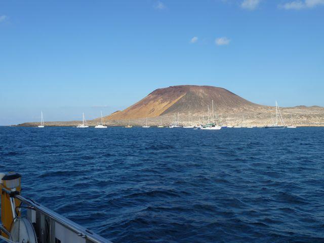 Dag, Isla Graciosa, we hebben enorm genoten van de gezelligheid van de cruisersgroep in deze baai bij playa Fransesca.