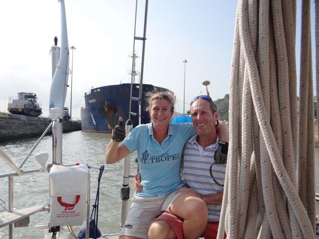 Cool he, trots als we zijn dat we met ons eigen schip nu eindelijk door het Panama kanaal gaan, wauw!!!!