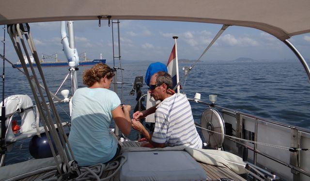 en wij maken onze vislijn in orde, wat een kleine Spanish Makerel oplevert