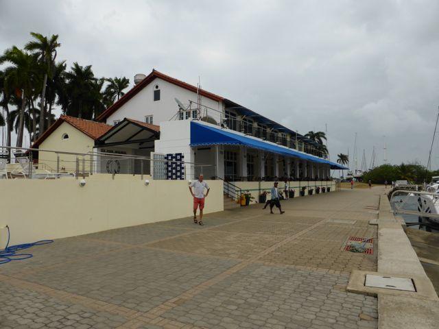 Shelter Bay Marina met zn heerlijke restaurant met superslechte bediening