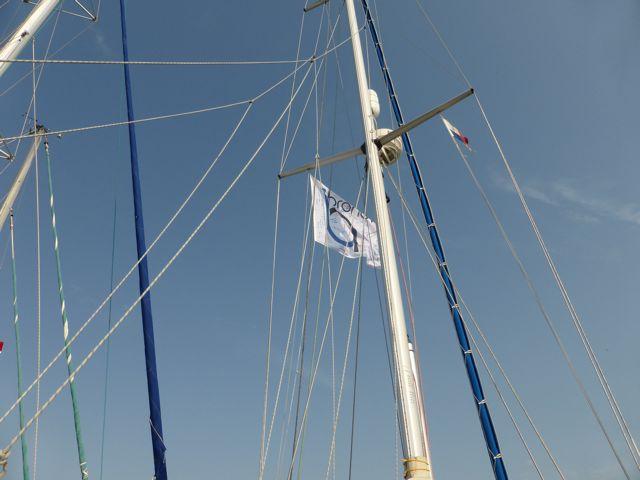 Om herkenbaar te zijn, hijsen we de Bronovo-vlag