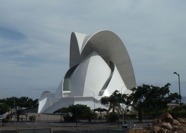 Het auditorium van Santa Cruz, architectonisch een plaatje.