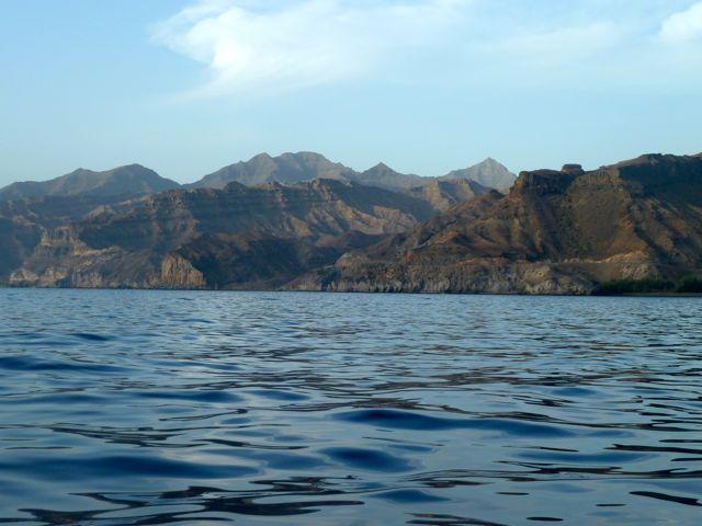 En dan rijst de imposante kust van Gran Canaria voor ons op.