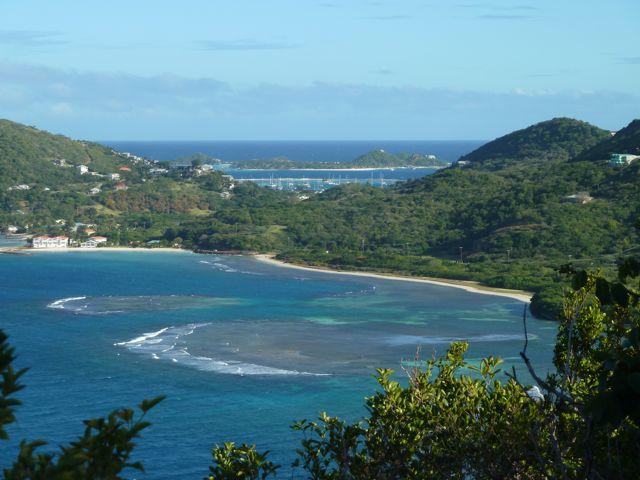 Uitzicht over meerdere baaien tegelijk