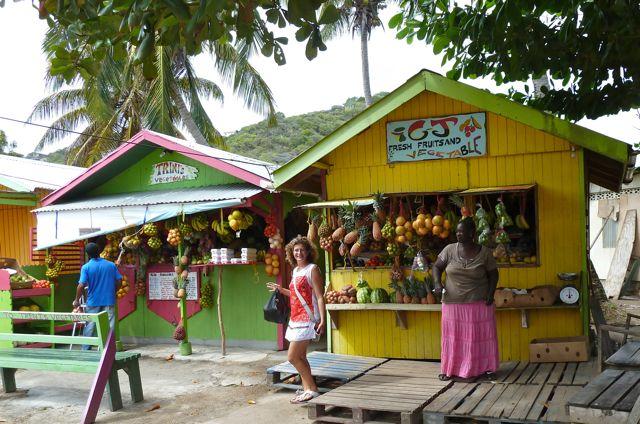 Fruit kopen is een feest bij dit soort winkeltjes