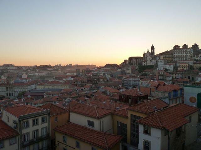 Veel steile trappen leiden ons naar dit punt met mooi uitzicht over de stad.