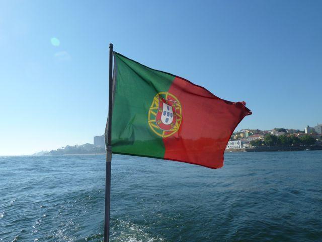 Welkom in Portugal! De eerste stad die we aandoen in Viana do Castelo, waar we met de neus in de boter vallen. Er is een volksfeest vol muziek, dans en marktkramen.