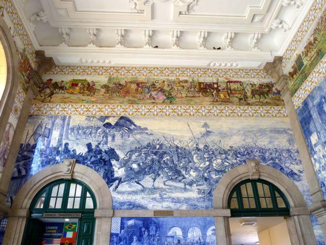 Het station van porto is een bezoek waard, met de prachtig beschilderde en getegelde wanden.